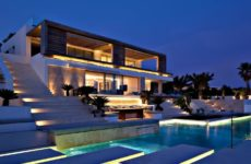 How to Pick the Correct Luxurious House For you and Your Family?